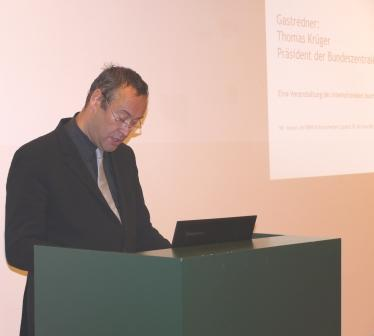 "Winfried-Fest-Lecture 2011: ""Political communication and social media"""