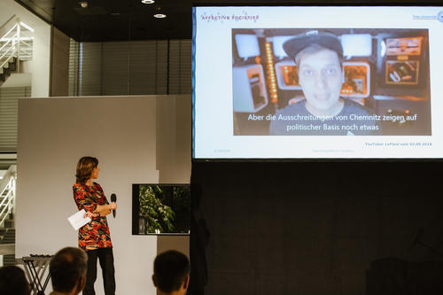 Prof. Dr. Margreth Lünenborg at the Science Slam 2019